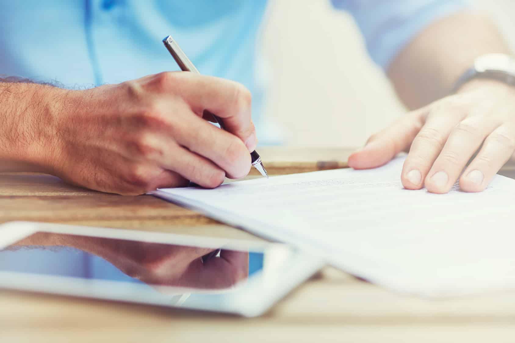 Signature du contrat d'assurance auto temporaire